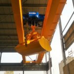 Double girder overhead crane with electrohydraulic grab_Strele industrial